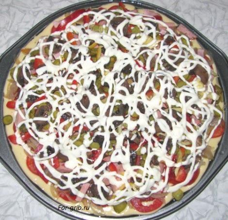 тёртый сыр и майонез для грибной пиццы